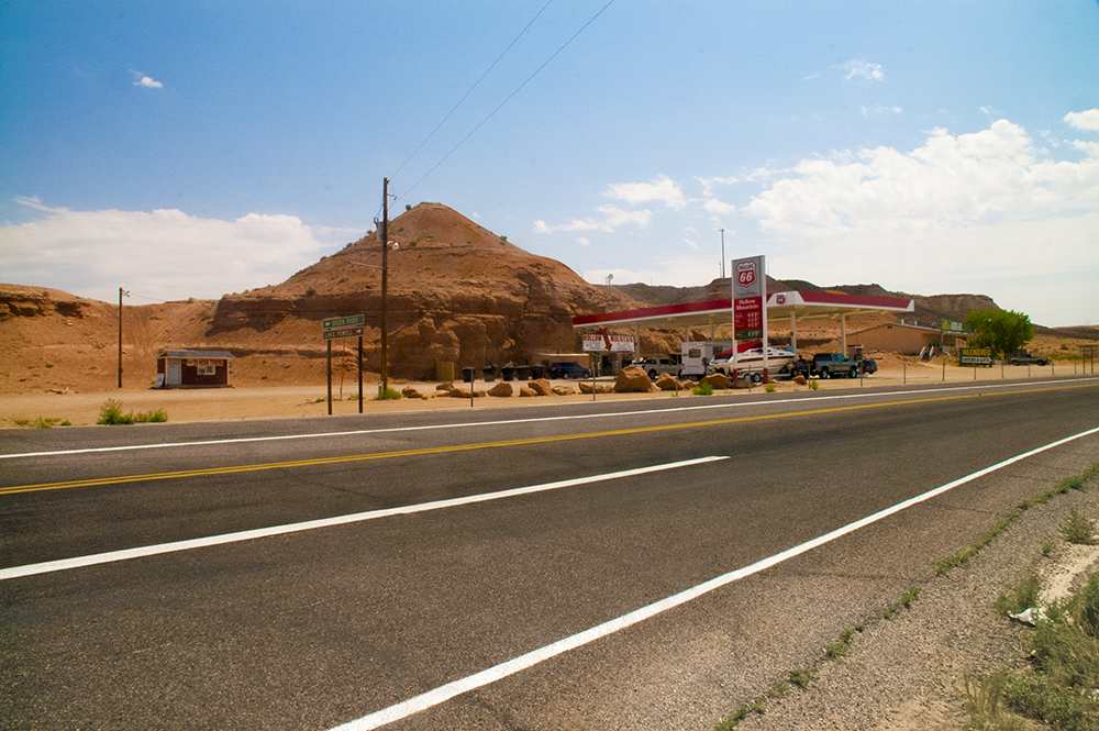 Road_in_Hanksville_USA